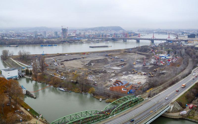Már egy hónapja folyik gőzerővel a Nemzeti Atlétikai Stadion építése - galériával