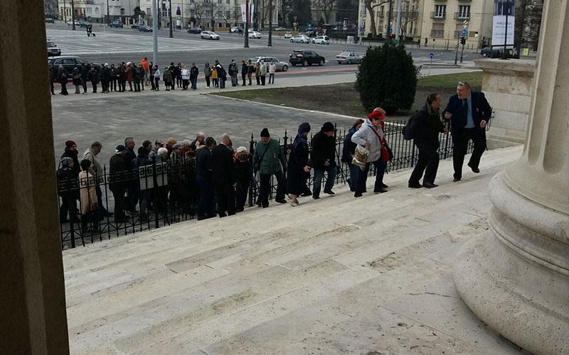 Március 15-én megnyitott a Román Csarnok