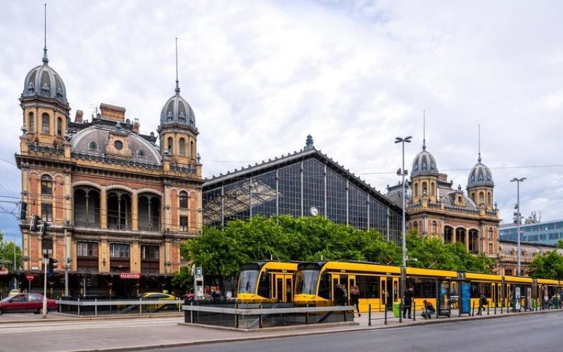 Tanévkezdésre megnyílhat a Nyugati pályaudvar vágánycsarnoka, valamint újjáépítik az aluljárót is