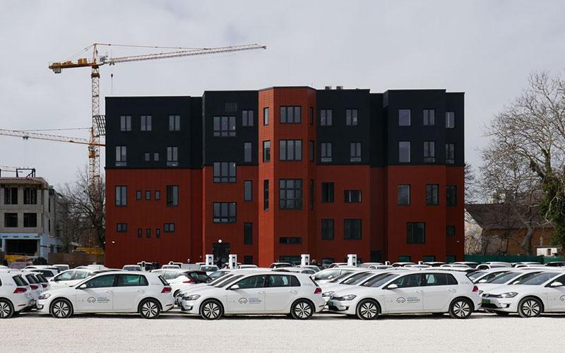 Beköltözhet tízezer négyzetméteres új központjába a KEF