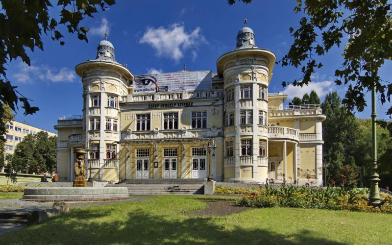 Nemzeti ünnepen kapja vissza megújult színházát Kaposvár