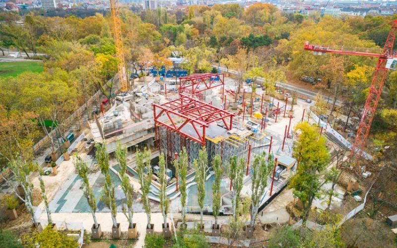 Ikonikus építkezéssel gazdagítja a 130 éves Magyar Építő a Városligetet