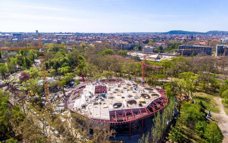 Több tonnányi üveggerenda tartja majd a Magyar Zene Háza láthatatlan falát - galéria